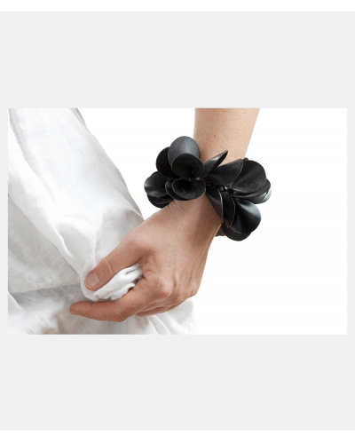 Flower Power armbånd af Karina Noyons